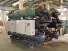 低温螺杆式冷水机生产车间